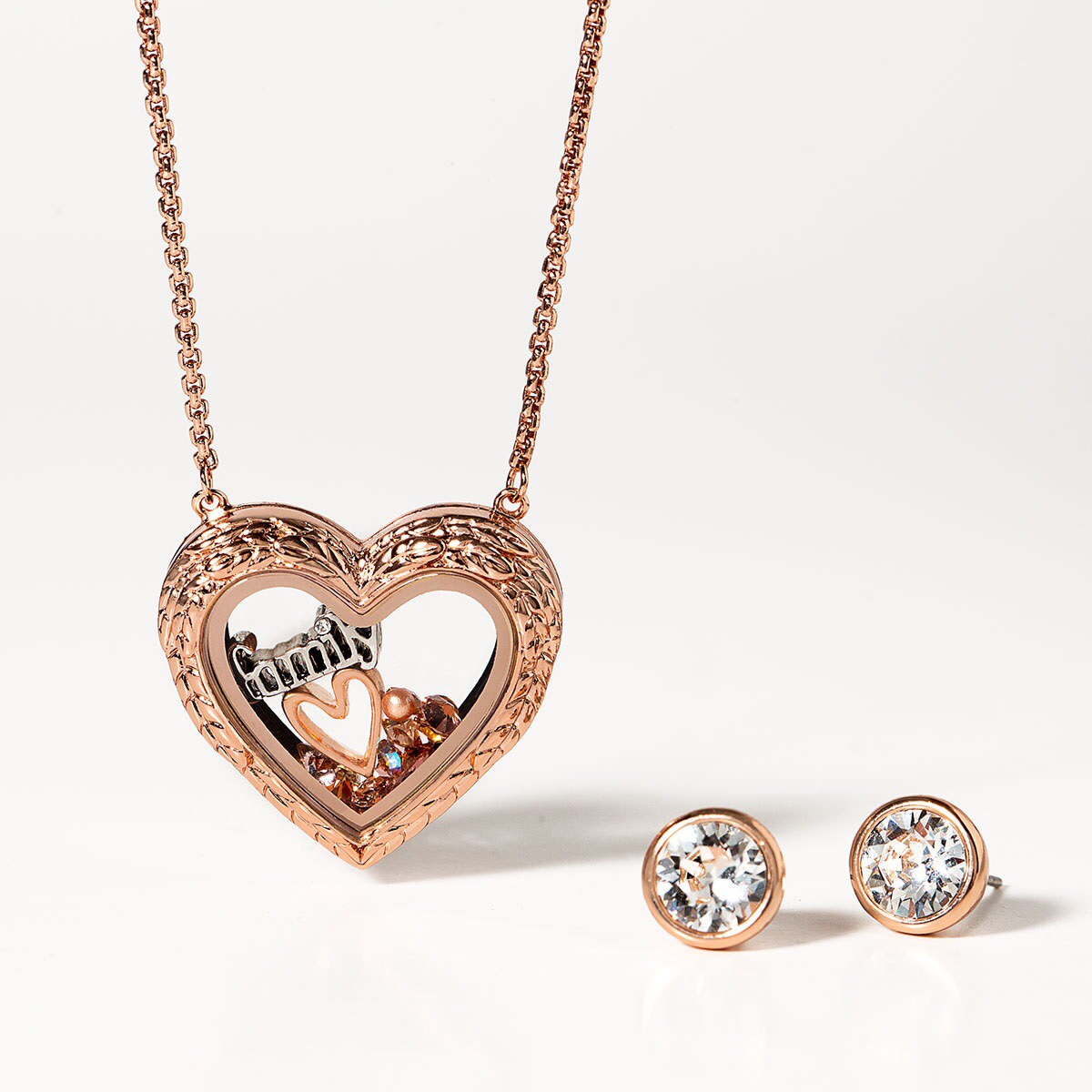 Origami Owl Over The Heart Chain Valentines Day Is A Season Clara Martinez Origami Owl